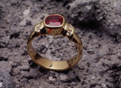 Синтезирование драгоценных камней из глинозема?